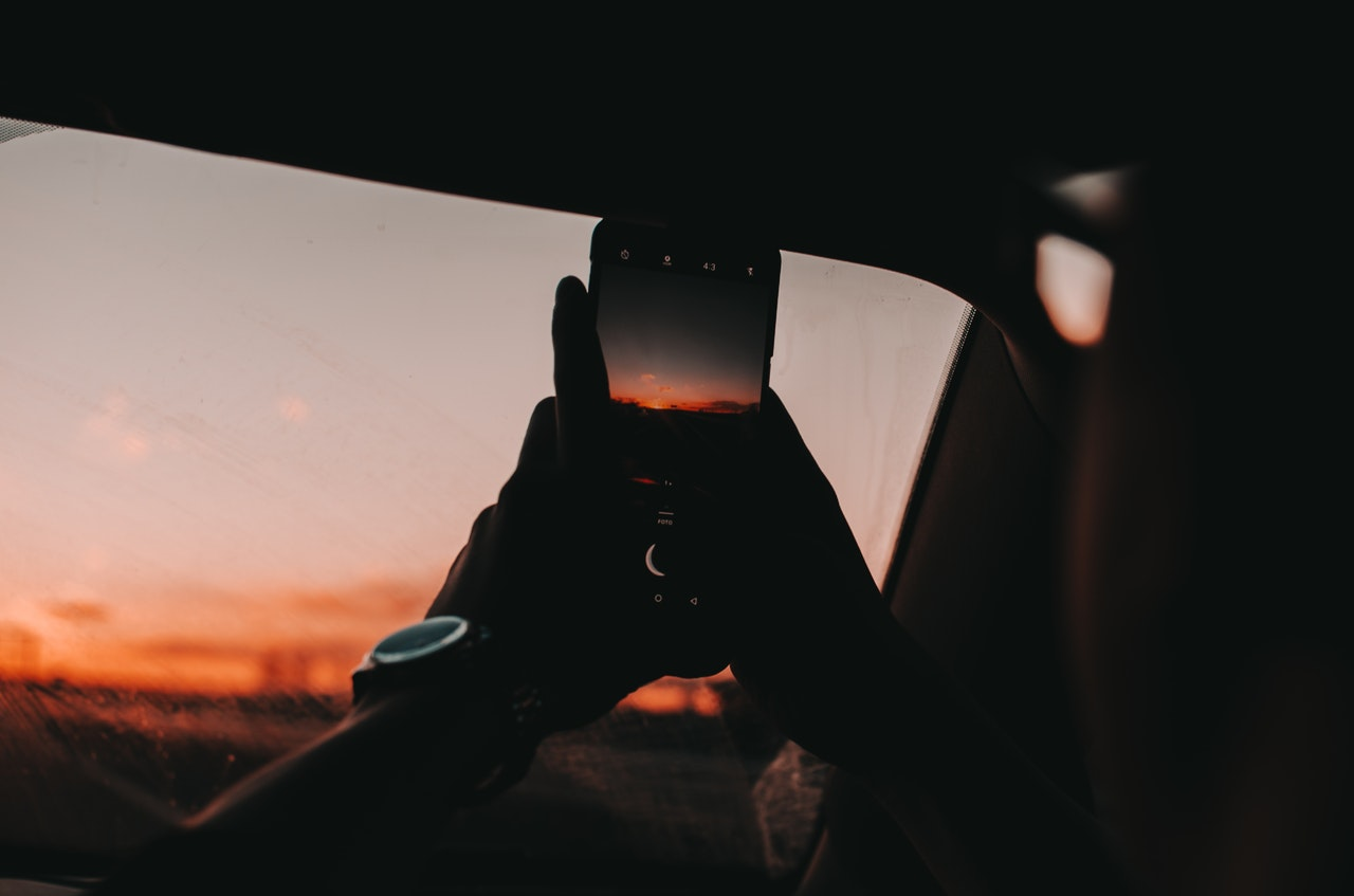 Taking sunset with phone